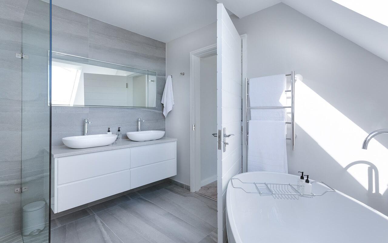 tubz plus-bathtub chip repair-accent image